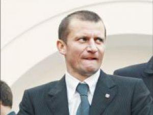 Sosirea lui Dorinel Munteanu este o chestie de ore. Sau doar o nouă goangă marca Becali.