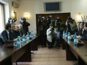 Liderii PD-L si PNL au discutat la sediul liberalilor, în încercarea de a contura o majoritate parlamentara, necesara formarii noului Guvern Foto: MEDIAFAX
