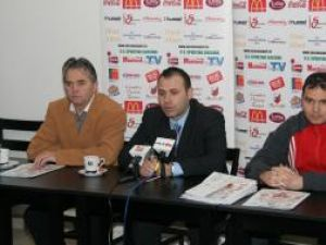 Dumitru Bernicu, Ciprian Anton şi Bogdan Grosu (de la stânga la dreapta), organizatorii celei de-a doua ediţii a Cupei Moş Crăciun