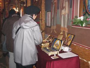 În numele credinţei: Pelerinaj la biserica de la Spitalul Vechi, unde este adusă mâna Sfântului Mercurie