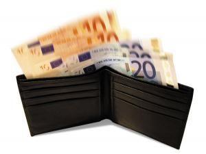 Salarii indecente: Bancherii, trai de huzur pe spatele sucevenilor