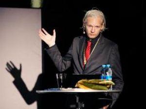 """Julian Assange, desemnat """"starul rock al anului"""" de ediţia italiană a revistei Rolling Stone"""