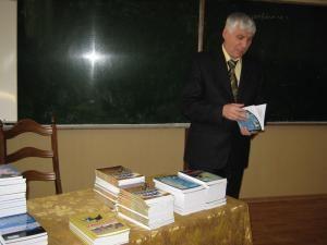 Scriitorul Viorel Darie vorbind despre cărţile sale