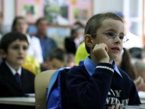 Imnul naţional va fi intonat obligatoriu în fiecare zi de luni în toate sălile de clasă din învăţământul primar şi gimnazial. Foto: MEDIAFAX