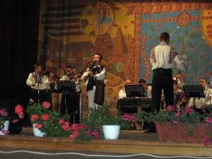 Daniel Anton a impresionat juriul după ce a interpretat piese folclorice la mai multe instrumente populare