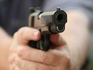 Agentul de la Poliţia de Frontieră a încercat să fugă, moment în care poliţistul din Ulma a făcut uz de armă şi l-a împuşcat în gambă