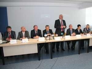 Medici reputaţi, reprezentanţi ai autorităţilor locale şi judeţene au luat parte la festivitatea de inaugurare
