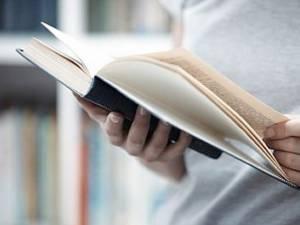 Cum ne ajută cărţile de ficţiune
