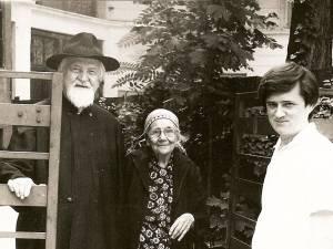 Părintele Stăniloae  împreună cu soţia şi cu pictorul Horea Pastina
