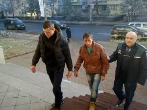 Cei doi suspecţi, Ion Starciuc şi Valentin Marcu, ambii de 20 de ani, au fost arestaţi preventiv vineri după-amiază de Tribunalul Suceava