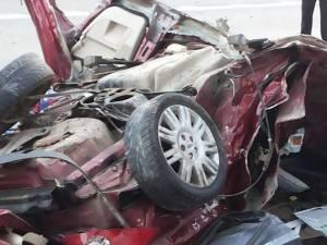 Maşina a fost transformată într-un morman de fiare contorsionate