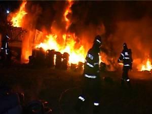 Incendiu apocaliptic la un depozit de anvelope din Rădăuţi