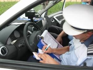 25 de permise de conducere reţinute şi amenzi de peste 100.000 lei aplicate de poliţişti