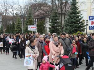 """""""Marșul pentru viață"""" a mobilizat peste 1000 de suceveni"""