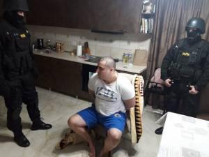 Imagini de la percheziţiile din casa lui Alexandru Huțuleac, la puţin timp după atacul asupra poliţistului