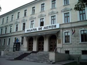 Curtea de Apel Suceava a decis ieri achitarea soţilor Costel şi Lenuţa Colibaba, decizie care ridică noi semne de întrebare asupra modului în care se înfăptuieşte justiţia la Rădăuţi