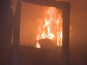 Incendiu puternic la o gospodărie din Suceviţa
