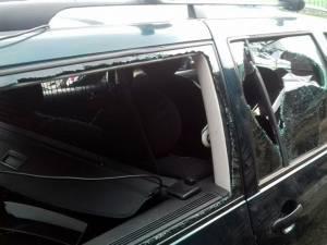 Maşina în care se aflau cei doi soţi care au fost atacaţi
