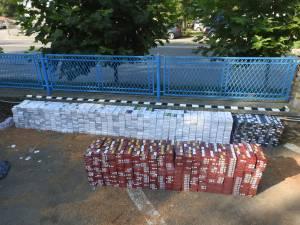 Lăsat de jandarmi fără maşina în care avea peste 6.000 de pachete de ţigări de contrabandă
