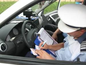 O fată fără permis şi tatăl acesteia s-au ales cu dosare penale după ce bărbatul şi-a lăsat fiica la volan
