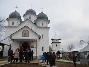 Biserica din Pleşeşti a fost resfinţită