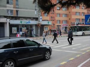 Controale printre pietonii care traversează neregulamentar şi şoferii care nu acordă prioritate, în municipiul Suceava