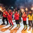 Aproximativ 100 de schiori cu torțe în mâini au coborât pârtia Veverița, de Ziua Micii Unirii