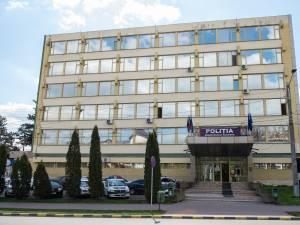 S-au apucat de spart și de pus țevi lângă sediul Poliției Suceava, dar fără aviz de la poliție