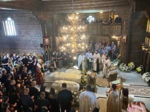 La biserica, slujba religioasă a fost oficiată de șapte preoți, în frunte cu Preasfințitul Damaschin Dorneanul, Episcop-Vicar al Arhiepiscopiei Sucevei și Rădăuților