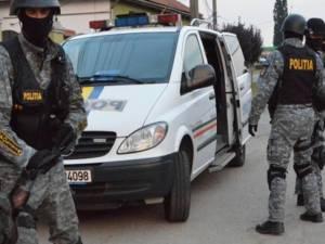 Patru rețineri în arest, după bătaia în care s-au folosit și arme albe, la Hancea - Verești