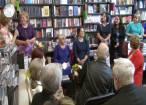 """Scriitoarea Luminiţa Aldea a lansat romanele """"Acasă"""" şi """"Ce dulci sunt fructele amare"""", la Librăria Cărtureşti"""