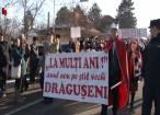 """Urători din trei judeţe au participat la """"Festivalul de datini şi obiceiuri pe stil vechi"""" de la Drăguşeni"""