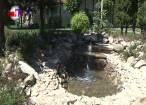 Fântână arteziană rustică, în Parcul Steagurilor din Suceava