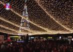 Cupolă de lumini pe esplanada din centrul Sucevei, pentru sărbătorile de iarnă