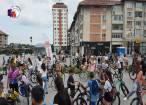 """Parada """"fustiţelor"""" pe biciclete a pornit din centrul Sucevei, pentru al treilea an consecutiv"""